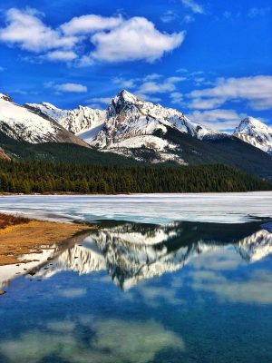 Maligne-Lake-in-Jasper-National-Park
